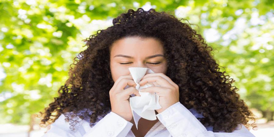"""""""Yazın Bile Sürekli Nezle Oluyorum"""" diyorsanız, sorununuz Mevsimsel Alerjik Rinit olabilir"""